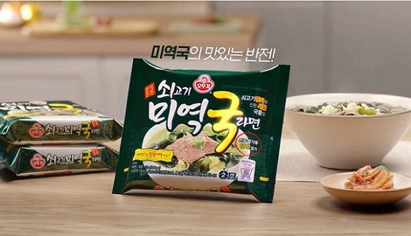 미역국 라면'에 '어묵 국물티' 등 이색 조합으로 눈길끈 제품들...SNS 입소문으로 퍼진다! - 데일리팝